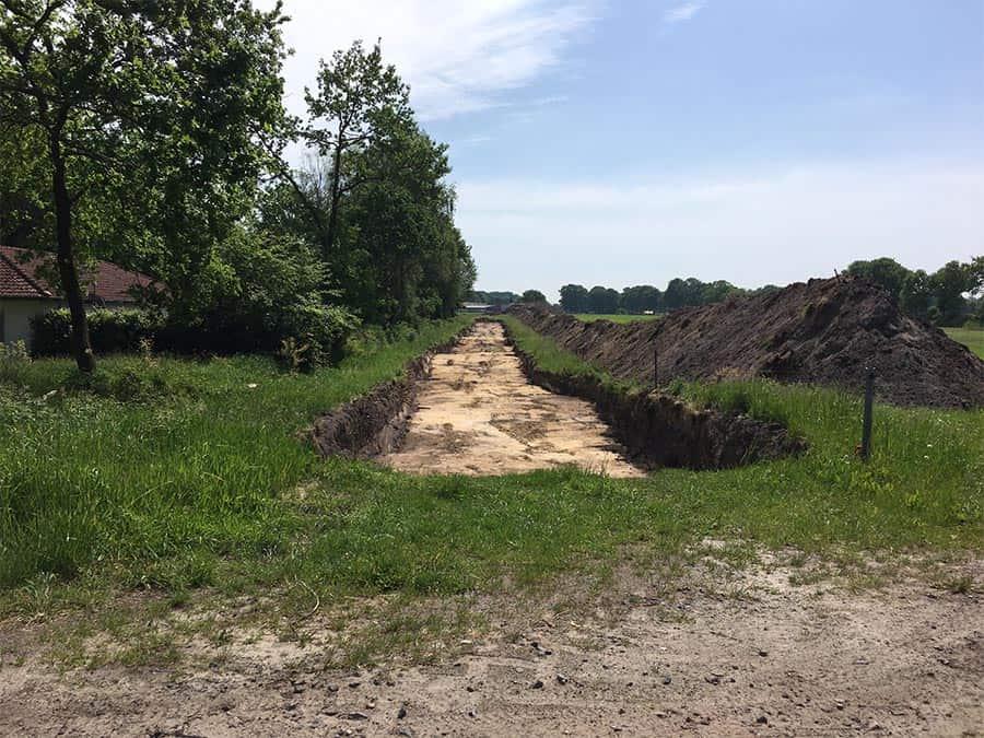 Ausgehobener Boden für die spätere Zufahrtsstraße